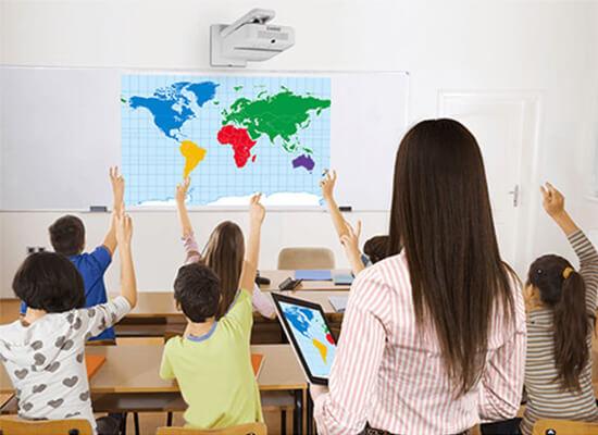Proyector para instituciones educativas